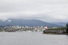 Esaminando Vancouver e le montagne del nord Fotografia Stock