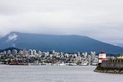 Esaminando Vancouver e le montagne del nord Fotografie Stock Libere da Diritti