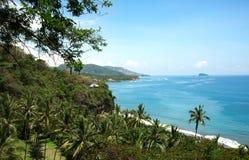 Esaminare l'oceano da un alto punto di vista in Bali Fotografie Stock
