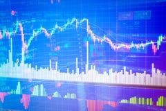 Esamini in controluce il grafico del grafico del bastone del commercio di investimento del mercato azionario illustrazione di stock