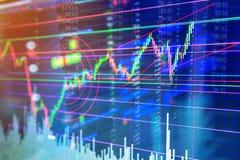 Esamini in controluce il grafico del grafico del bastone dell'investimento del mercato azionario di finanza trad Immagine Stock Libera da Diritti