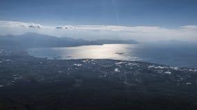 Esamini la baia di Sorrento & la baia di Napoli da Vesuvio fotografia stock libera da diritti