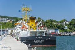 Esamini la capella della nave nella fase di atterraggio nel porto in Sassni fotografia stock