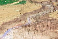 Esaurimento di fonte d'acqua, terra di siccità, sicurezza dell'acqua Fotografie Stock
