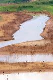 Esaurimento di fonte d'acqua, terra di siccità, sicurezza dell'acqua Fotografia Stock