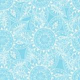 Esboços brancos de flowes abstratos no fundo azul Fotos de Stock Royalty Free