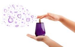 Esboços que saem da garrafa de perfume bonita Fotos de Stock Royalty Free