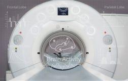 Escáner del CT en laboratorio con controles de exhibición fotos de archivo libres de regalías