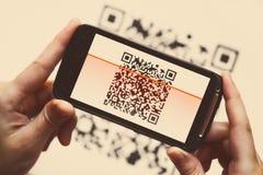 Escáner del móvil del código de QR foto de archivo libre de regalías