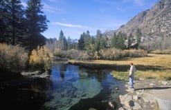 Escénico de pescador en el área de John Muir Wilderness, Sierra Nevada Mountains, CA Fotos de archivo libres de regalías