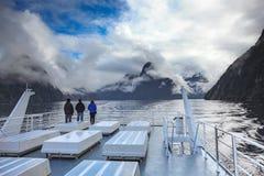 Escénico hermoso de Milford Sound en el parque nacional del fiordland nuevo Foto de archivo