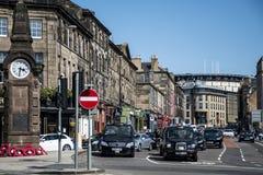 Escócia Reino Unido Edimburgo 14 05 2016 - Negócio do dia a dia e do táxi nas ruas fotos de stock royalty free