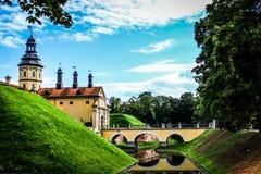 Escúdese en Bielorrusia, señales en Bielorrusia, castillo de Nesvizh, viaje Imagen de archivo libre de regalías