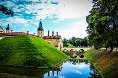 Escúdese en Bielorrusia, señales en Bielorrusia, castillo de Nesvizh, viaje Imágenes de archivo libres de regalías