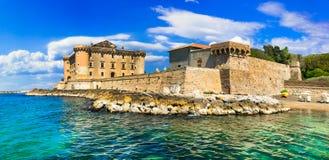 Escúdese en el mar - fortaleza impresionante medieval en Ladispoli I Foto de archivo