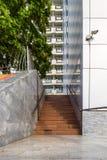 Escada à construção do multi-andar Imagens de Stock Royalty Free