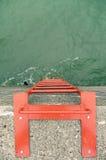 Escada alaranjada da segurança do metal no quebra-mar concreto fotografia de stock royalty free