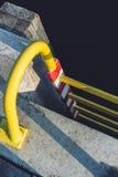 Escada amarela em um cais Fotografia de Stock Royalty Free