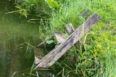 Escada de madeira no rio Fotografia de Stock