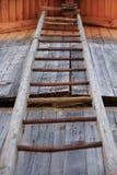 Escada de madeira velha fotos de stock royalty free