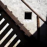 Escada de madeira velha com sombras longas Fotos de Stock Royalty Free