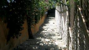 Escada de pedra velha para ir às montanhas e ao forte filme