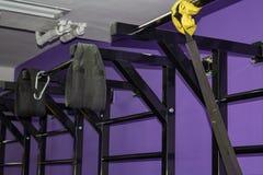 Escada dos esportes no gym imagens de stock royalty free