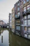Escada que conduz à parte dianteira do rio apenas ao lado do thewater Fotos de Stock Royalty Free