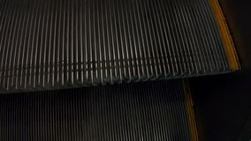 Escada rolante das etapas no metro video estoque