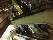 Escada rolante do shopping imagem de stock royalty free