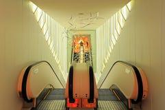 Escada rolante interna foto de stock royalty free