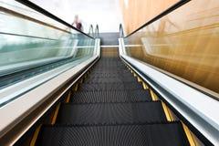 Escada rolante movente do negócio Foto de Stock