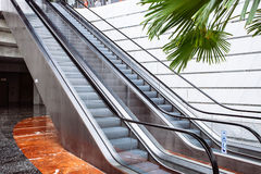 Escada rolante na cidade Imagens de Stock