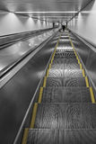 Escada rolante na estação de trem Fotos de Stock