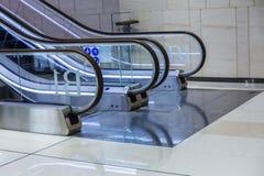 Escada rolante na loja imagem de stock royalty free