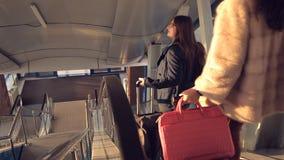 A escada rolante no aeroporto filme