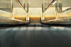 Escada rolante no aeroporto Fotografia de Stock Royalty Free