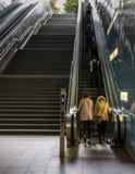 Escada rolante no anel ultramarino da estação do Hamburger foto de stock
