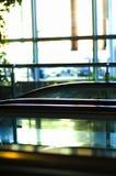 Escada rolante no centro de negócio Imagem de Stock Royalty Free