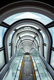 Escada rolante no edifício moderno Fotos de Stock Royalty Free
