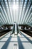 Escada rolante no interior futurista Fotografia de Stock