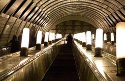 Escada rolante subterrânea fotos de stock