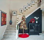 Escadaria aberta com árvore de Natal fotografia de stock