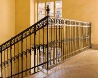 Escadaria amarela velha fotos de stock royalty free