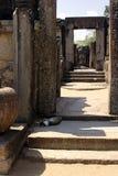 Escadaria antiga velha bonita no templo do hinduist Fotos de Stock Royalty Free