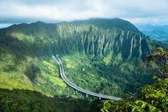 Escadaria ao céu na ilha Havaí de Oahu imagens de stock