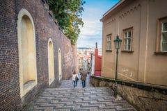 A escadaria ao castelo de Praga no verão em Praga, República Checa foto de stock royalty free
