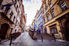 A escadaria ao castelo de Praga no verão em Praga, República Checa fotografia de stock