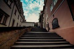 A escadaria ao castelo de Praga no verão em Praga, República Checa imagem de stock royalty free
