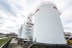 Escadaria ao tanque de óleo grande Imagens de Stock Royalty Free
